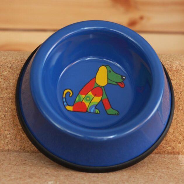 Δοχείου Φαγητού για Σκύλους Εμαγιέ Μπλε Πόσες φορές την ημέρα κοιτάζετε το μπολ του κατοικίδιου ζώου σας; Νομίζουμε αρκετά. Αυτός είναι ο λόγος για τον οποίο φτιάξαμε αυτό το ανθεκτικό μπολ. Αυτό το καταπληκτικό μπολ για κατοικίδια είναι κατασκευασμένο από σμάλτο χάλυβα, το οποίο είναι ανθεκτικό, εύκολο στον καθαρισμό. Σε υπέροχα σχέδια και χρώματα!