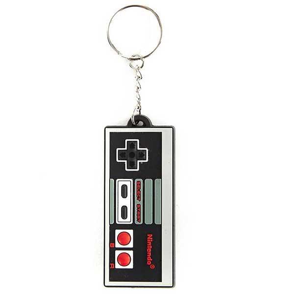 NES Controller Rubber Keychain Ένα μαύρο και γκρι μπρελόκ μικροσκοπικό χειριστήριο από τη συλλογή Nintendo - Controller