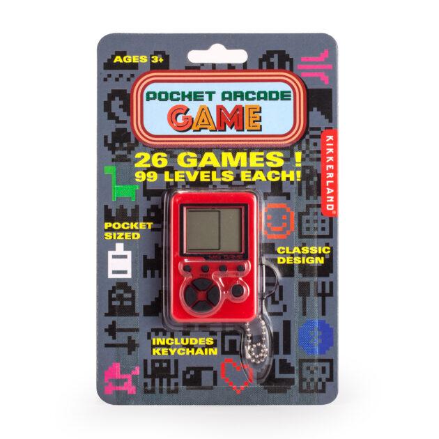 Πετάξτε πίσω στη δεκαετία του '80 και πάρτε τα ρετρό παιχνίδια σας μαζί σας με αυτήν τη μίνι κονσόλα ρετρό που περιέχει 26 παιχνίδια στην τσέπη σας, συνδεδεμένα με ένα μπρελόκ.
